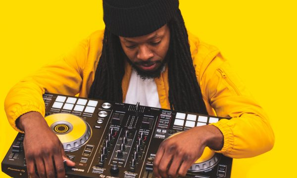 audio-mixer-beanie-close-up-2332405